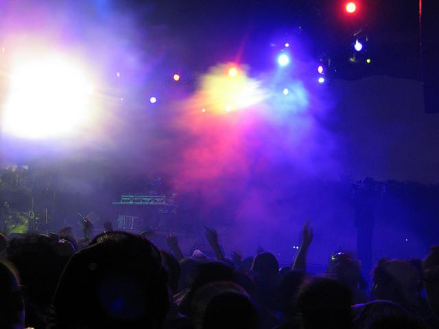 voodoo-fest-nighttime-crowd